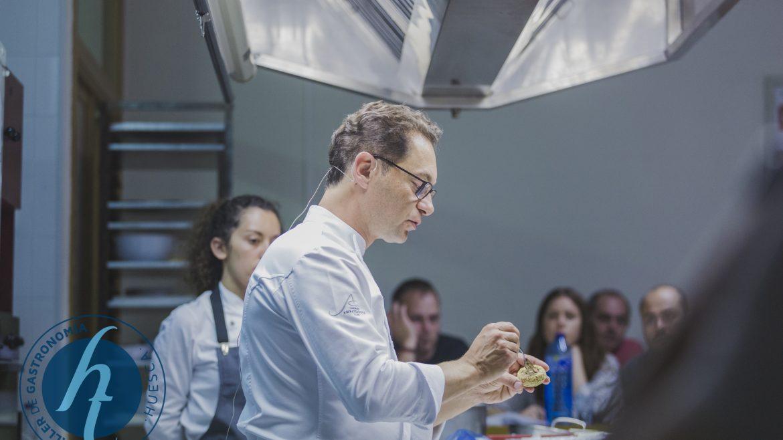 Ramón Morato, uno de los mejores maestros pasteleros del país, acercó a Huesca sus nuevas propuestas