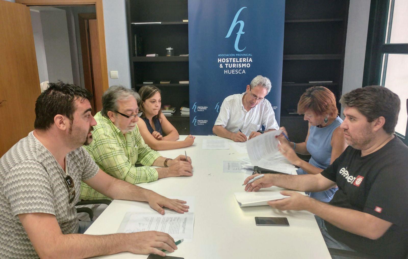 Firma del nuevo Convenio de Hostelería en la provincia de Huesca, logro empresarial y sindical